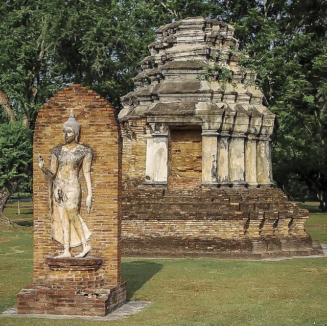 Wat Traphang Ngoen, Sukhothai, little chedi