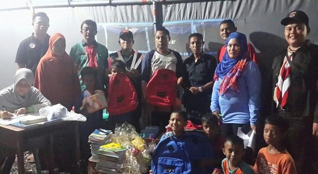 Bakamla RI dan Penggiat Literasi Lampung Serahkan Bantuan Sosial