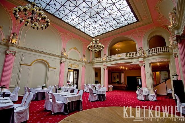 Łódź: sala malinowa w hotelu Grand