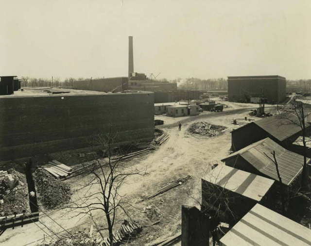 Construction of Allis Chalmers plant in Milwaukee, Wisconsin, 29 April 1942 worldwartwo.filminspector.com