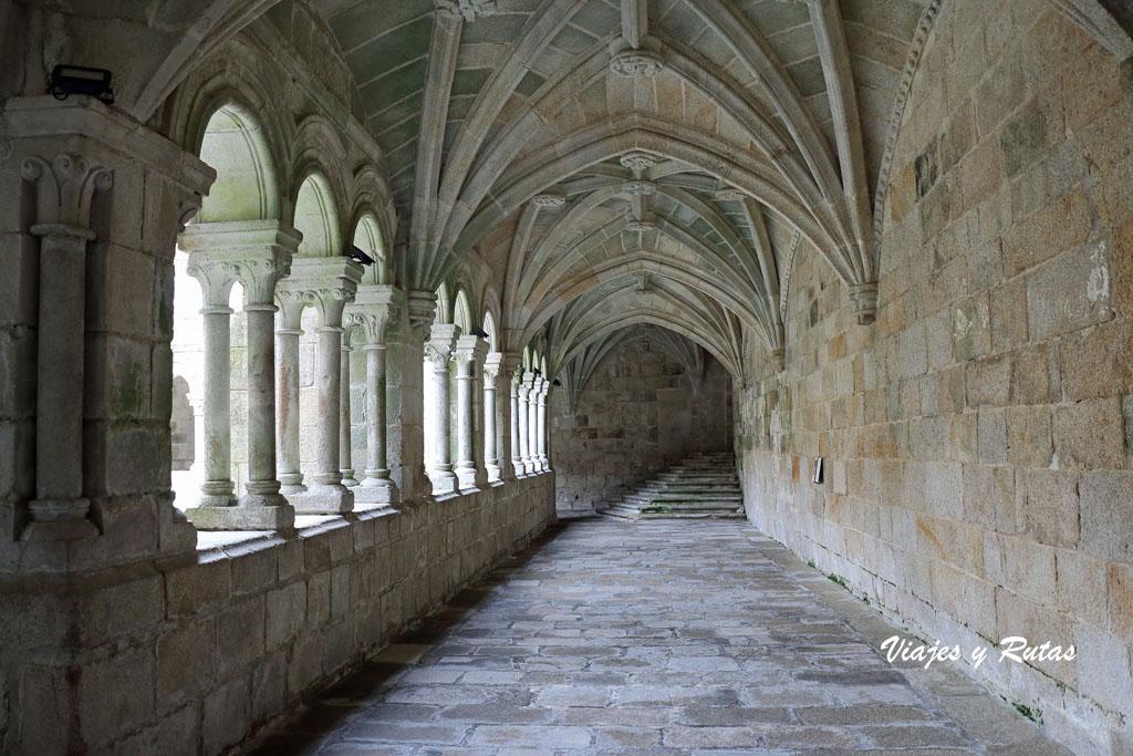 Claustro de los Obispos, Santo Estevo de Ribas de Sil