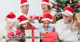 Jangan Lupa Siapkan Kado Spesial merupakan salah satu ide seru rayakan natal dirumah selama pandemi