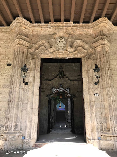 Palacio del Segundo Cabo Vieja Cuba havana the touristin Entrance door