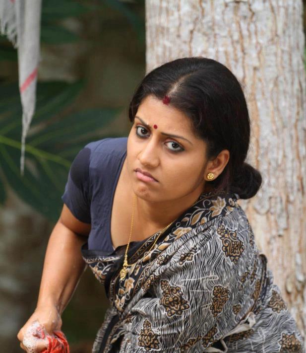 Mallu Malayalam Actress Sarayu Hot Show In Saree From -1785