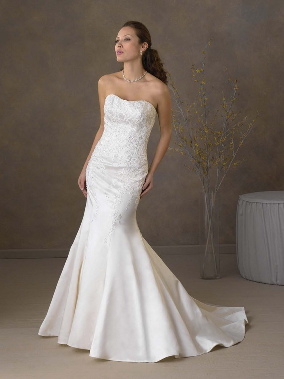 4c86b63c0363 Moreover Mermaid marriage gowns incorporate the features of simpleness and