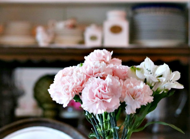 flowers, carnations, bouqet, homemaking, athomewithjemma.com