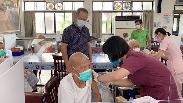 中彰榮家接種AZ疫苗第二劑 住民就地施打免奔波