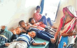 मिडडे-मील में गिरी छिपकली, 20 बच्चे बीमार