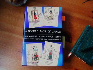 A Wicked pack of cards, Decker, DePaulis y Dummett