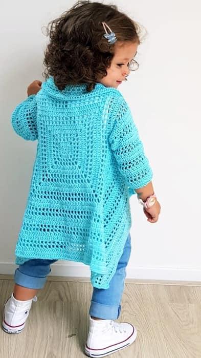 wzór sweterka dla dziewczynki