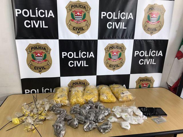 Polícia Civil prende casal com mais de 5 mil porções de drogas no Vale do Ribeira