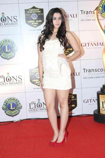 Alia Bhatts Pantyless Upskirt  Buttery Thighs  Teen Pussy-3613