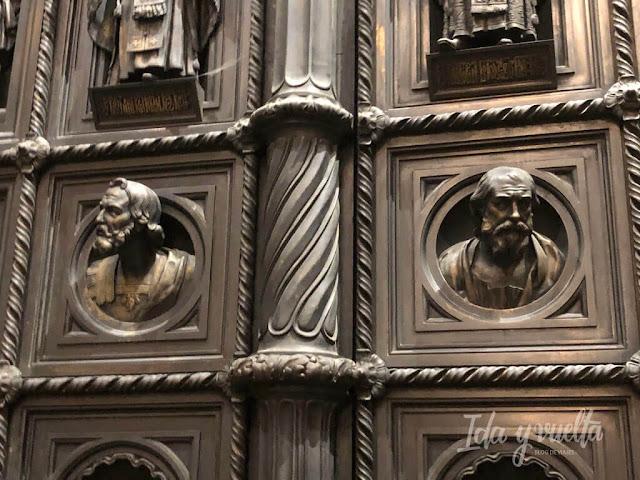 Catedral San Isaac San Petersburgo detalle puertas