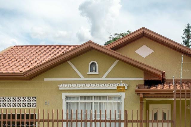 Casa com capelinha no Pilarzinho - detalhe