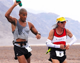 David Goggins running the 2007 Badwater Ultramarathon