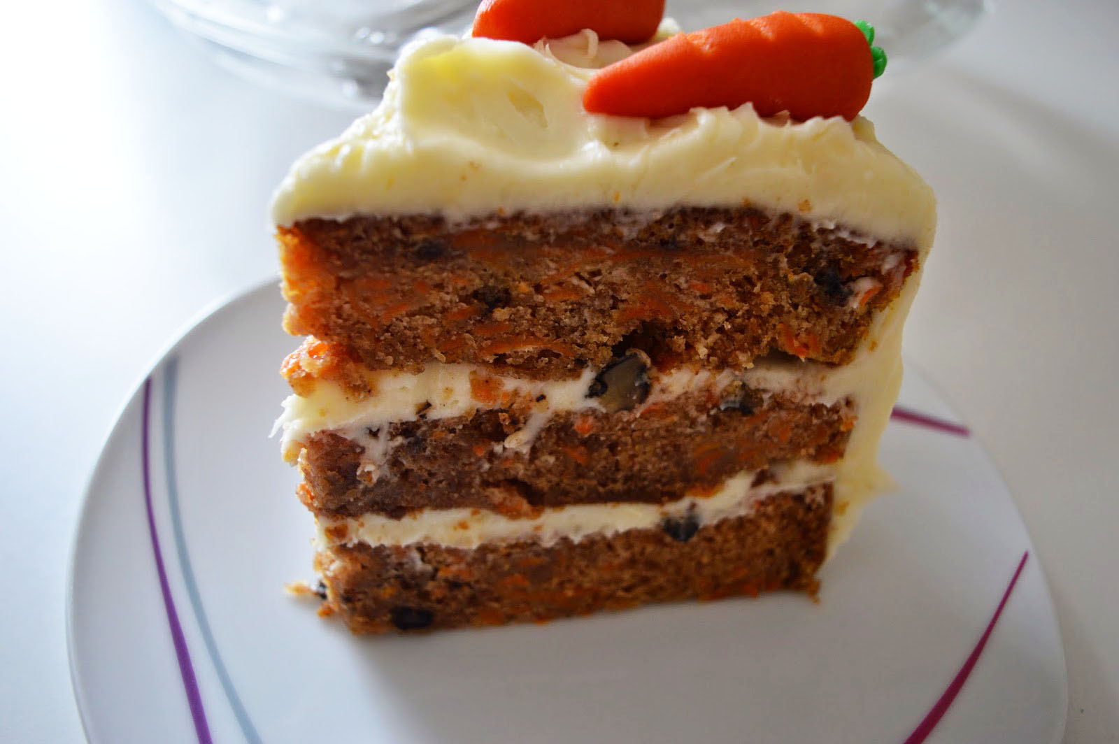 Translate Carrot Cake With A Cream Cheese Frosting