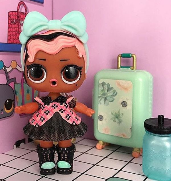 Exclusive L.O.L. Surprise doll Strut from Glamper playset