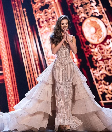 LOOK: Miss Universe Canada Looks Like Taylor Swift, The Brunette Version.
