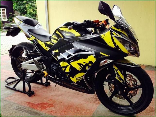 Modifikasi Full Black Hitam Kuning - Contoh Gambar Dan Foto Konsep Desain Modifikasi Kawasaki Ninja 4 Tak 250cc Sporti Ala Moge Keren Banget