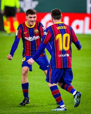 برشلونة يسحق نادي إشبيلية في نصف نهائي ملك أسبانيا لكرة القدم بنتيجة ثلاثة أهداف نظيفة