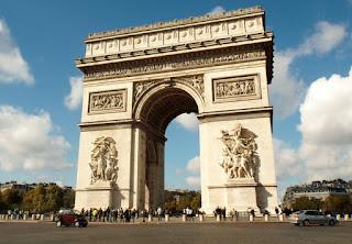 El Arco del Triunfo en los Campos Eliseos de París