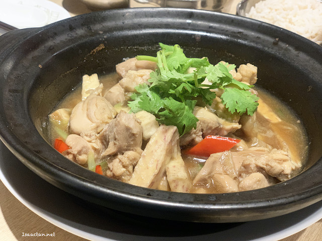 Simmered Chicken with Yam in Jasmine Tea Sauce