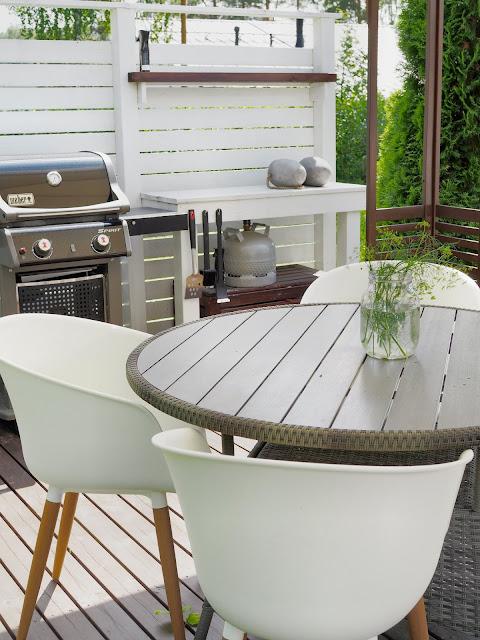 Pyöreä polyrottinki pöytä