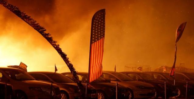 Πυρκαγιά σαρώνει τη Β. Καλιφόρνια – Φόβοι για νεκρούς