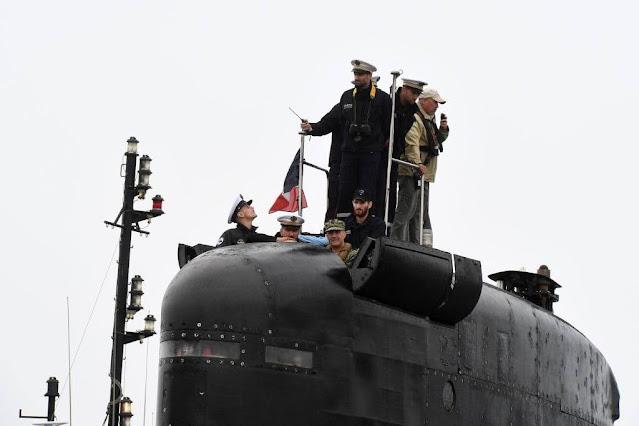 El submarino francés de propulsión nuclear FNS Améthyste (S605) llegó a la Base Naval de Submarinos de New London.