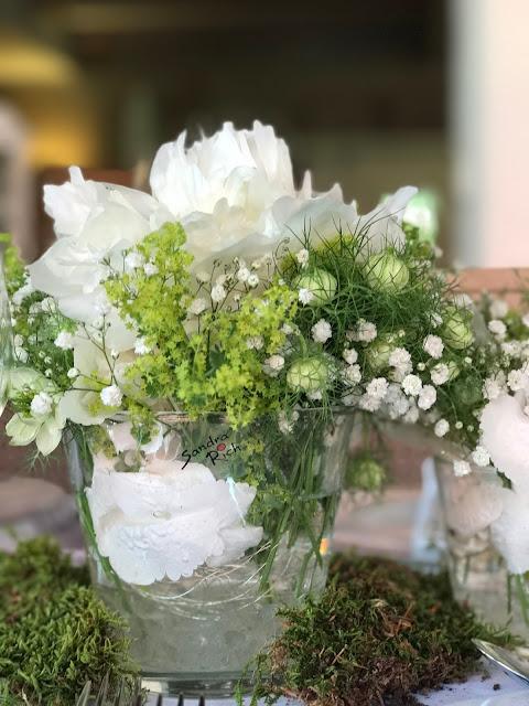 Tischblumen, Pfingstrosen, Schleierkraut, Hochzeit in Apfelgrün und Weiß im Riessersee Hotel Garmisch-Partenkirchen, Hochzeitshotel in Bayern, heiraten in den Bergen am See