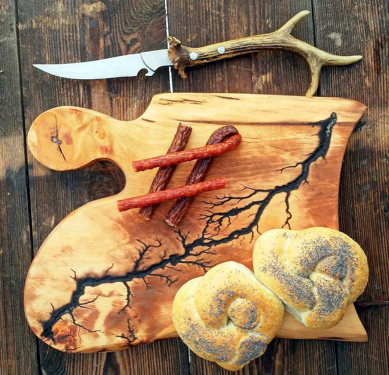 deska zdobiona prądem, figury lichtenberga na drewnie, zdobienie drewna,deseczkowo, zycie od kuchni