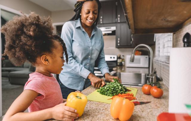 7 Ide Berguna yang Dapat Anda Gunakan untuk Membantu Anak Makan Lebih Banyak Tanaman