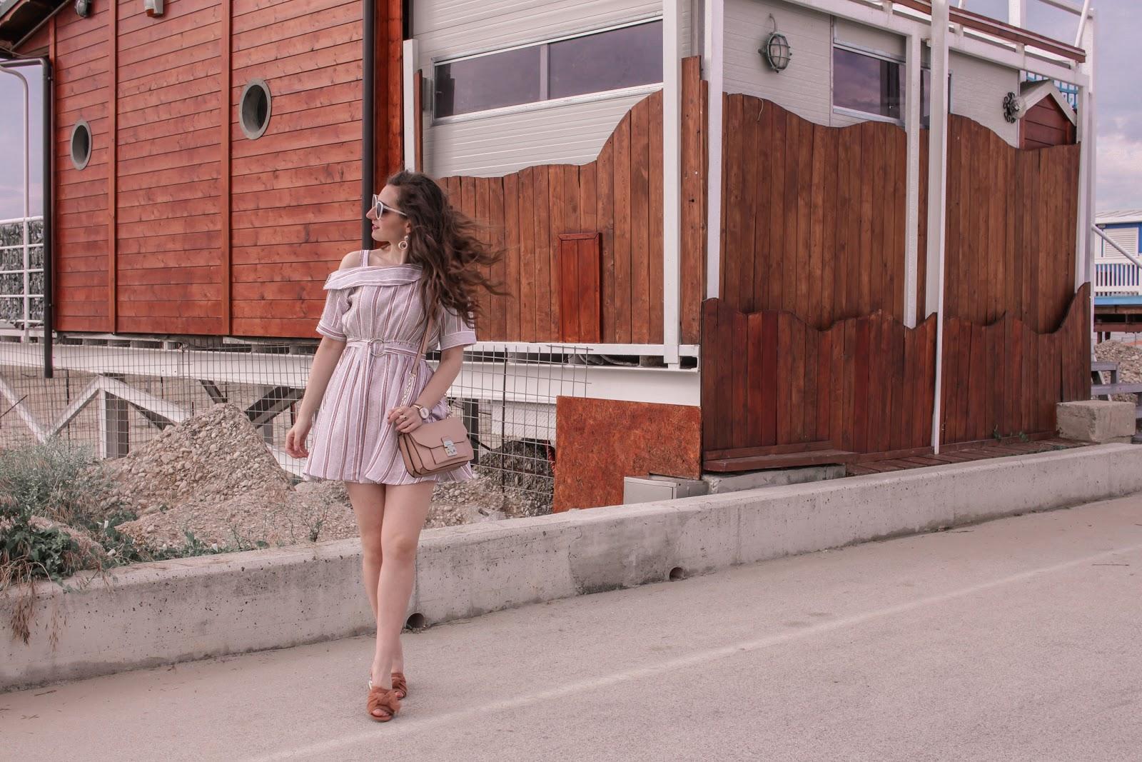 VESTITO a RIGHE: come indossarlo d'ESTATE in un look comodo e fresco