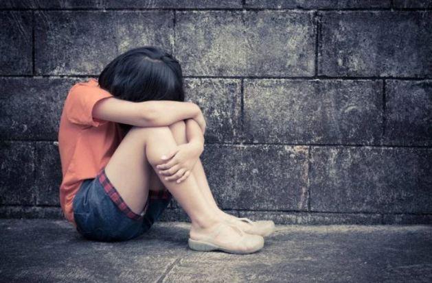 11 साल की मंदबुिद्ध बच्ची से मामा ने किया रेप  - newsonfloor.com