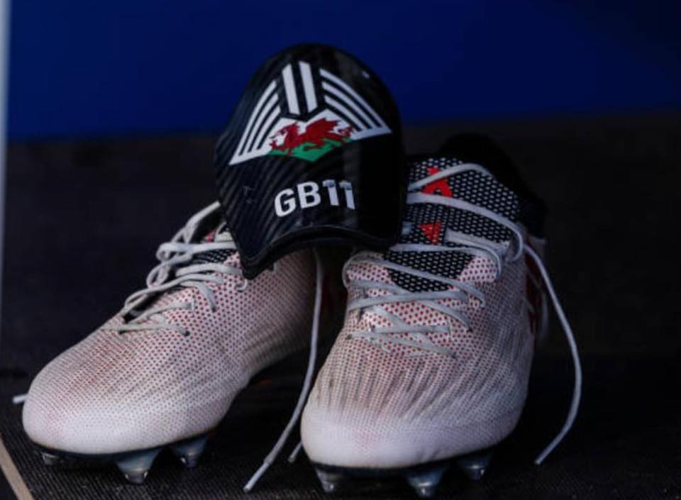 The possibly most obvious difference between Bale s custom boot and the  retail edition is the upper structure of the cleats 3e466862d35