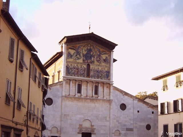 La Basilica di San Frediano di Lucca con lo splendido mosaico