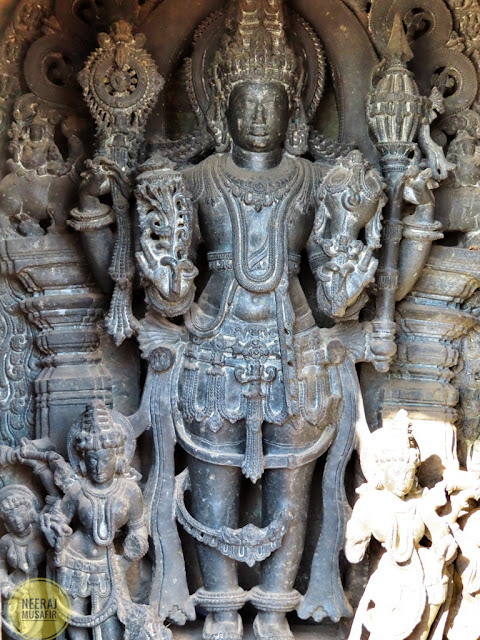Statues in Belur Temple