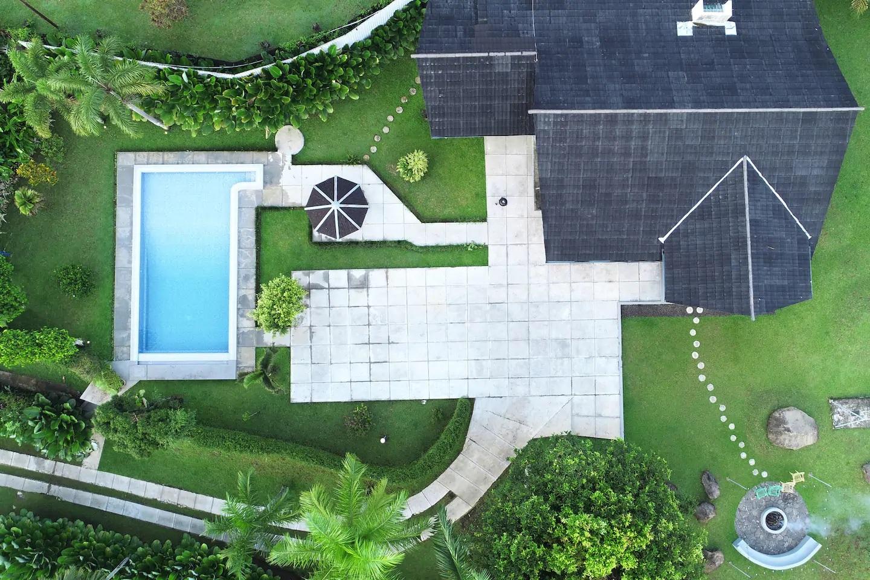 rekomendasi villa ada kolam renang di cisarua puncak bogor