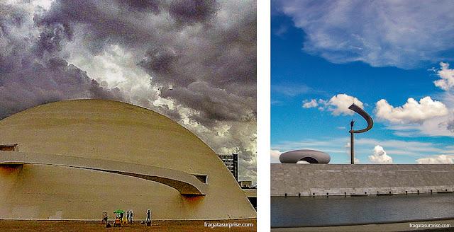 Niemeyer em Brasília: Museu Nacional Honestino Guimarães (esq) e o Memorial JK
