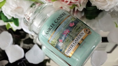 water garden, candle addict, bougie parfumée, candle lover, cire parfumée, wax melt, scented candle, webinfluencer, passion bougie, parfum, cocooning, home sweet home, homefragrance, parfum d'ambiance, blog déco, blog bougie, blog lifestyle, candle blog, revue bougie, candle review, bougie, candle, avis, avis bougie, fragrance, parfumer sa maison, huile essentielle, huile parfumée, déco cocooning, cozy home idea, acheter bougie, bath and body works, yankee candle, village candle, goose creek, glitter, pink, shabby chic