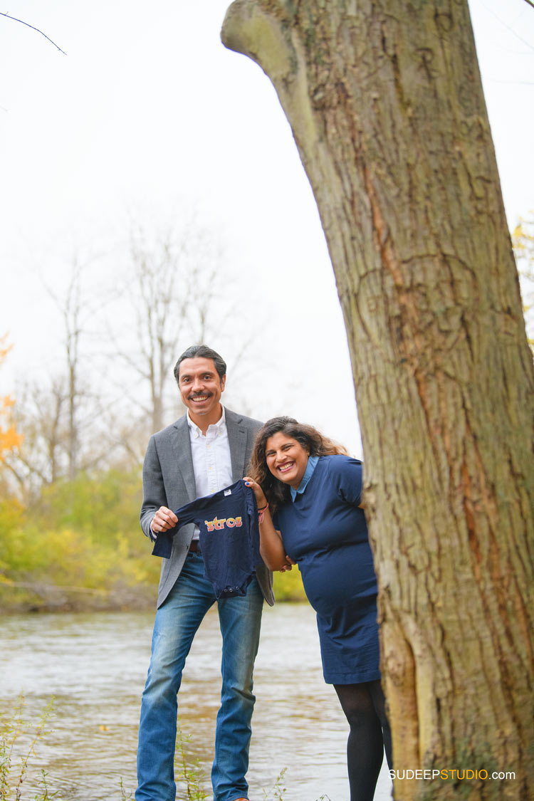 Maternity Photography in Nature Fall Outdoors by SudeepStudio.com Ann Arbor Maternity Portrait Photographer