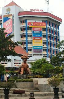 Halaman Kampus Mugas Universitas Stikubank