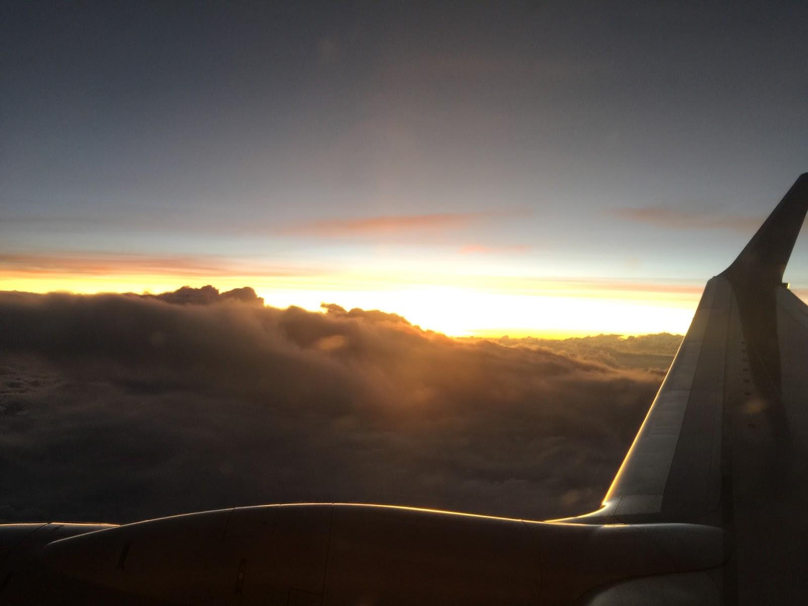 Vista da Janela do Avião com o por do sol