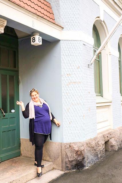 Päivän asu, äitiysvaatteet, raskausajan pukeutuminen, äitiystunika Ellos, pellavahuivi Soma Original | Leggissit KappAhl | Ballerinat Ellos, koru By Pinja