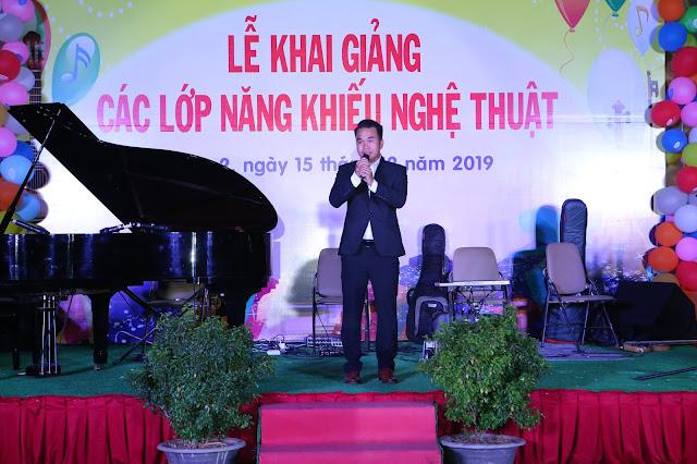 Ông Phạm Phú Vinh - Tổng giám đốc Trường Nhạc SMS phát biểu khai giảng
