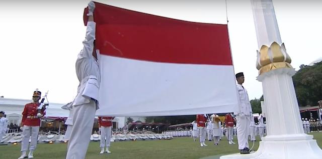 bendera sudah selesai diturunkan