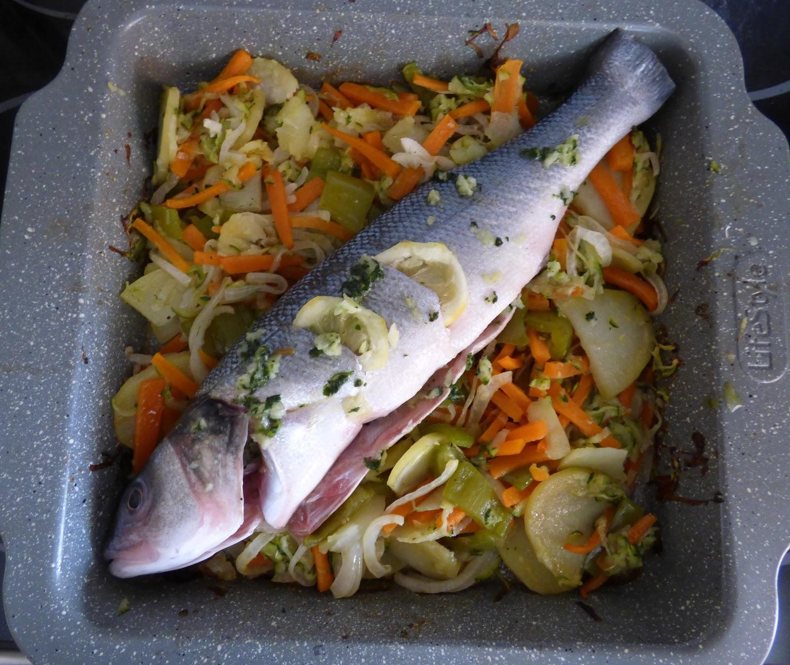 El hornillo de cristi lubina al horno con verduras y - Espuma de limon ...