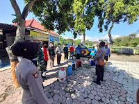 Cegah Penyebaran Covid-19, TNI/Polri bersama dengan Pemdes Ngrandu Ponorogo Semprotkan Disinfektan