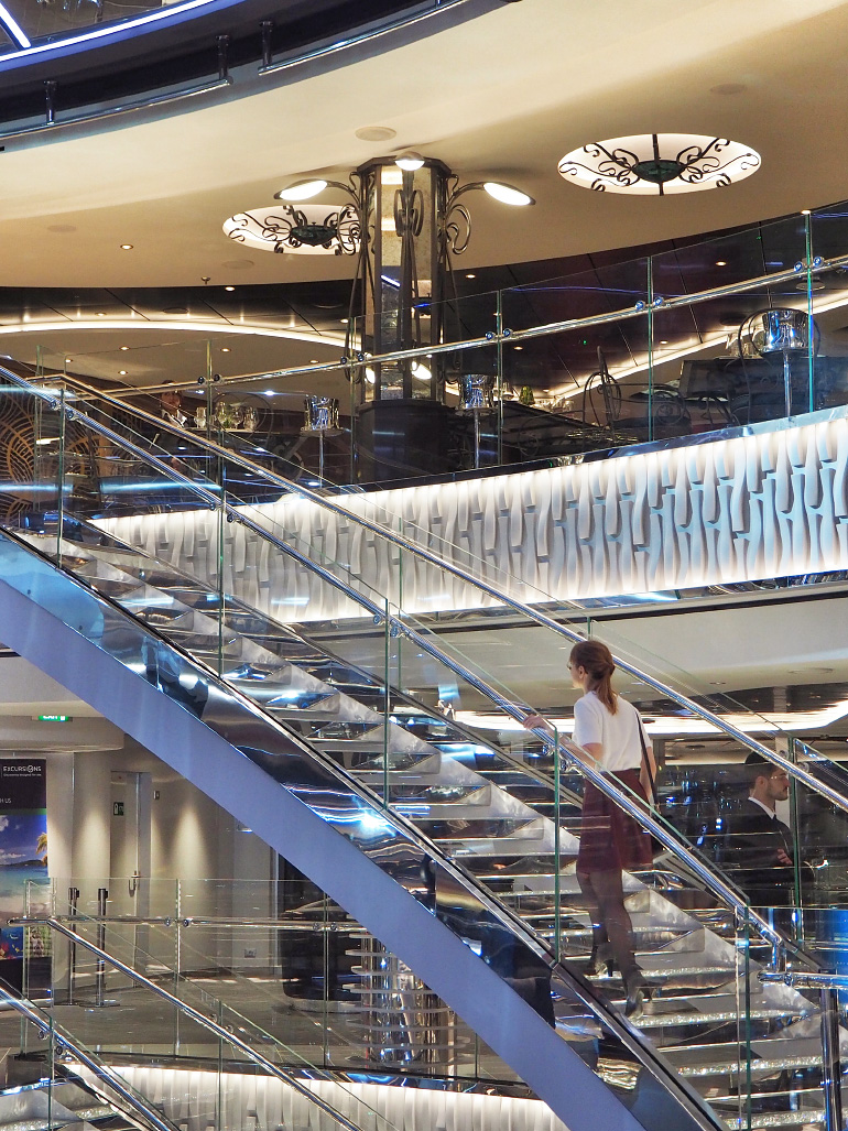 Hall du MSC Seaside avec escalier Swarovski