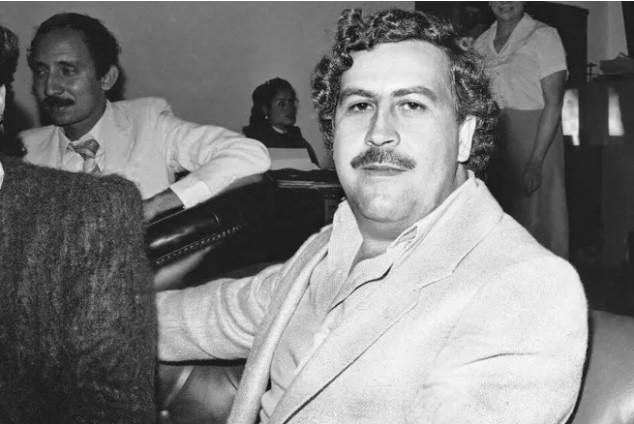Un sobrino de Pablo Escobar encontró 18 millones de dólares en un escondite que dejo el capo